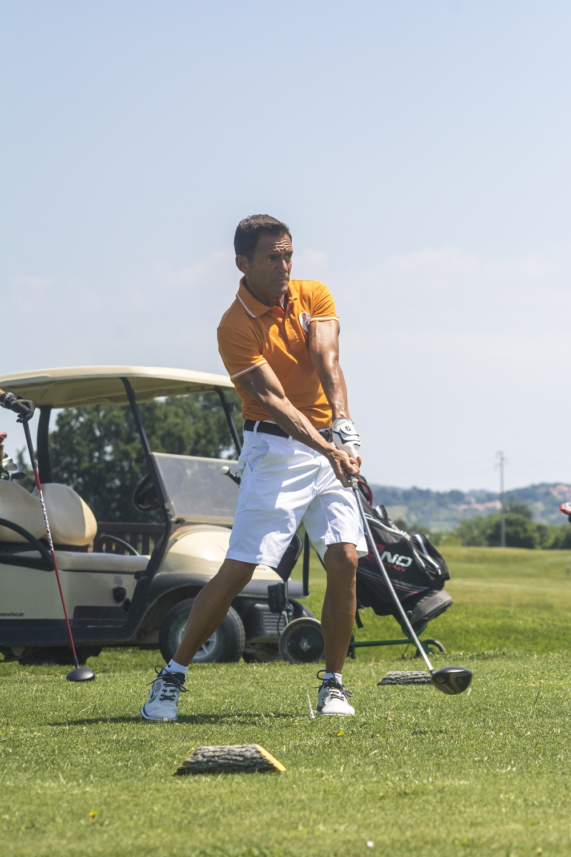 gianni morbidelli gioca a golf